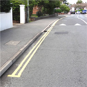 Double yellow lines in Thames Street, Weybridge