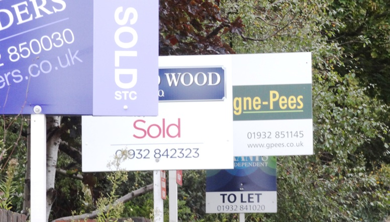 estate-agents-signs-weybridge-october-2015